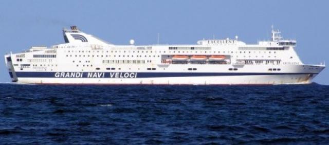 Ferry en mer