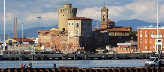 Vue sur le port et la forteresse