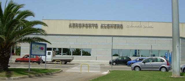 Extérieur de l'aéroport d'Alghero