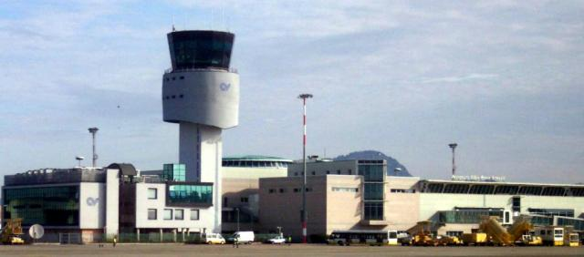 Vue extérieure de l'aéroport d'Olbia