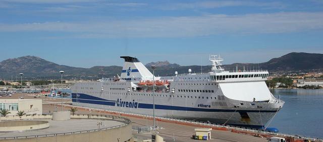Navire Tirrenia à Olbia