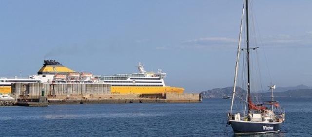 Vue sur les navires du port