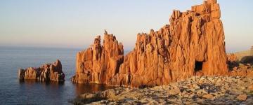 La baie d'Arbatax : Roches rouges et bleu de la mer